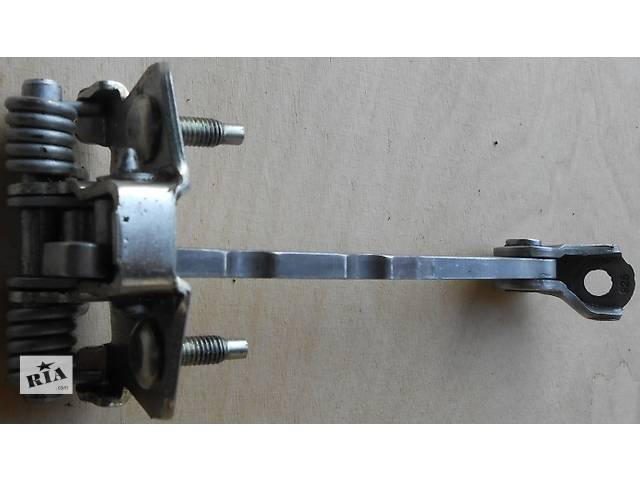 Б/у ограничитель двери Renault Trafic 1.9, 2.0, 2.5 Рено Трафик (Vivaro, Виваро) 2001-2009гг- объявление о продаже  в Ровно