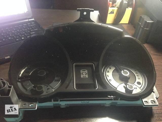 купить бу Б/у панель приборов/спидометр/тахограф/топограф для легкового авто Mitsubishi Outlander XL в Киеве