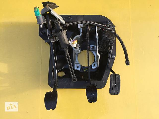 продам Б/у педаль газа для легкового авто Opel Vivaro бу в Ковеле