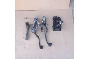б/у Педаль сцепления Toyota Avensis