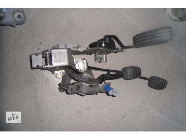 купить бу Б/у педаль тормоза для легкового авто Renault Modus 1.2 в Ровно