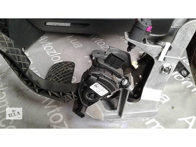 купить бу Б/у педаль тормоза для седана Audi A6 в Львове