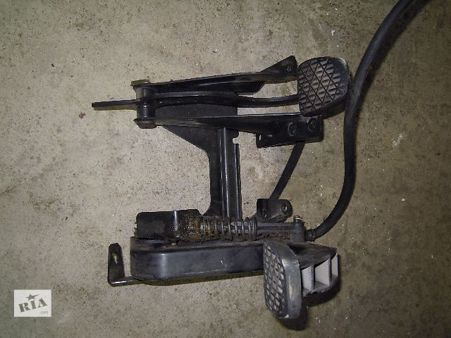 бу Б/у педаль тормоза і педаль сцеплєнія для легкового авто Mercedes Vito 2.2 в Ровно