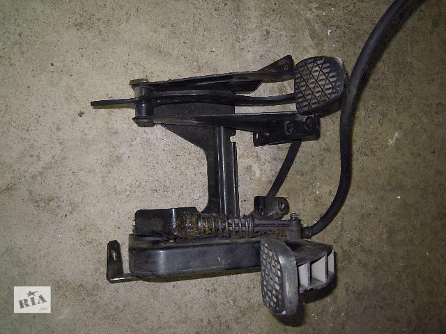 бу Б/у педаль тормоза і педаль сцплєнія  для легкового авто Mercedes Vito 2.2 в Ровно