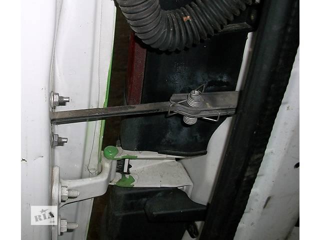 бу Б/у Петля двери Легковой Renault Kangoo 1,5 DCI 2010 Пассажирский в Луцке