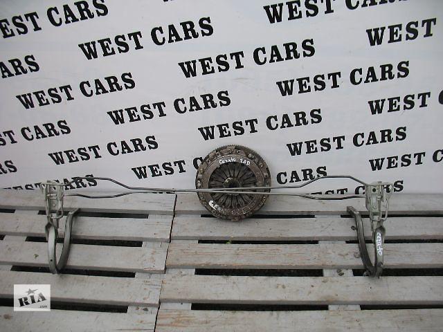 продам Б/у петля крышки багажника для легкового авто Kia Cerato 2005 бу в Луцке