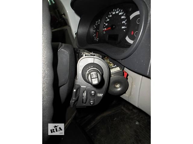 купить бу Б/у Підрульовий перемикач двірників Легковой Renault Kangoo 1,5 пасс. 2009 в Луцке