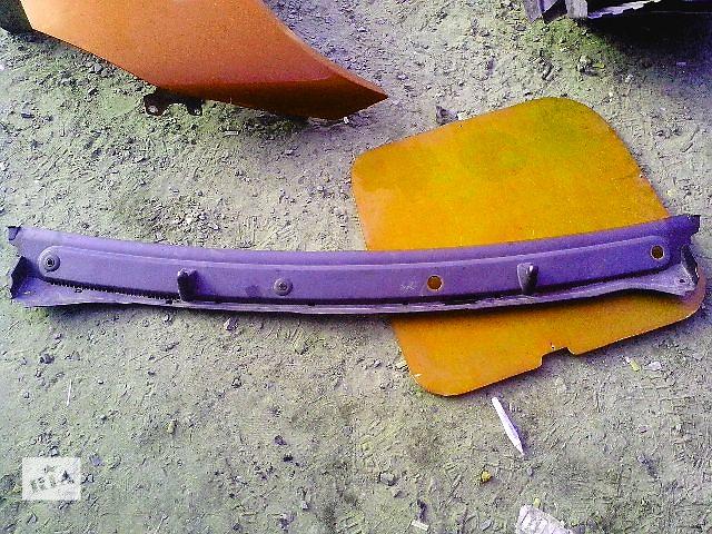 продам Б/у пластик под лобовое стекло для легкового авто Renault Trafic бу в Ковеле