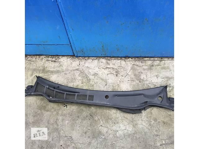 купить бу Б/у пластик под лобовое стекло для легкового авто Toyota Camry в Киеве