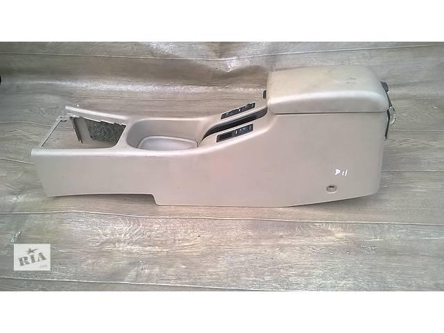 продам Б/у подлокотник для седана Nissan Primera P11 2000г бу в Киеве