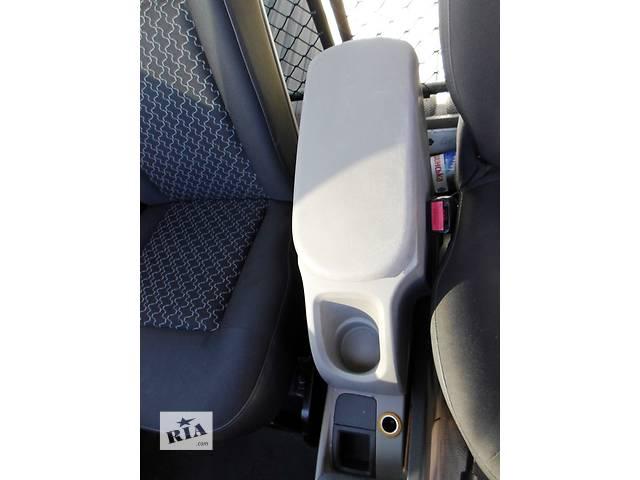 купить бу Б/у Подлокотник Підлокотник Renault Kangoo Рено Канго Кенго 1,5DCI K9K 2008-2012 в Луцке