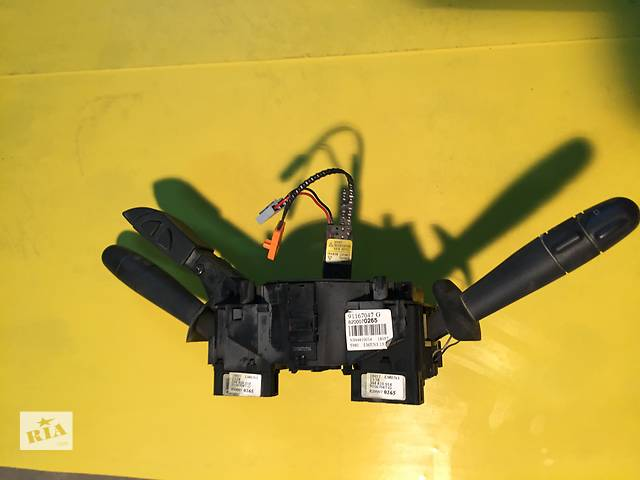 продам Б/у подрулевой переключатель для легкового авто Renault Trafic бу в Ковеле