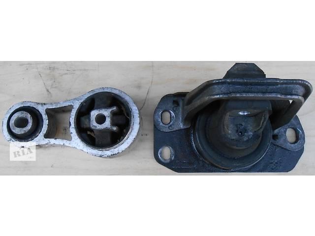 купить бу Б/у подушка мотора, двигателя Renault Trafic 1.9, 2.0, 2.5 Рено Трафик (Vivaro, Виваро) 2001-2009гг в Ровно