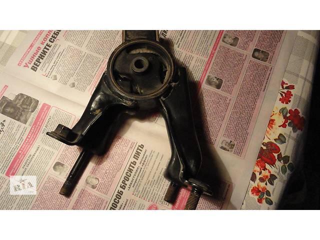купить бу Б/у подушка мотора задняя для хэтчбека Toyota Corolla (АКПП) в Днепре (Днепропетровск)