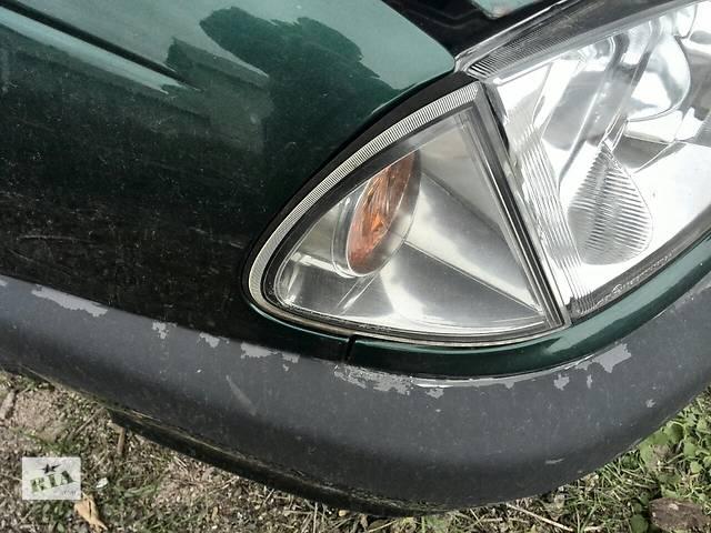 купить бу Б/у поворотник/повторитель поворота передний правый Depo 21215C7RUE для седана Toyota Avensis 1999г в Киеве