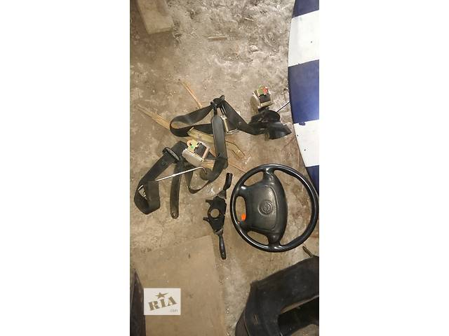 купить бу Б/у преднатяжитель ремня безопасности для купе Opel Tigra в Ровно