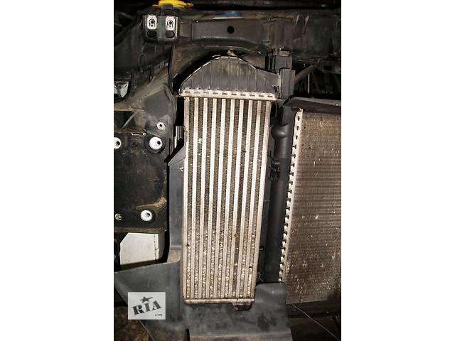 купить бу Б/у Радіатори Радиатор интеркуллера Renault Кенго 2 2009 1,5 DCI в Луцке