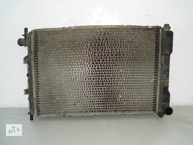 Б/у радиатор для легкового авто Ford Escort 1.8D ,1.6 (520*380) по сотым.- объявление о продаже  в Буче (Киевской обл.)