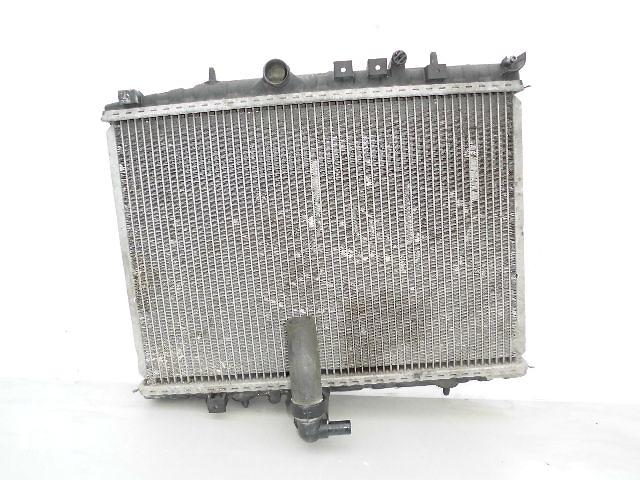 купить бу Б/у радиатор для легкового авто Peugeot 406 1.8-2.0 (570*380) по сотым. в Буче