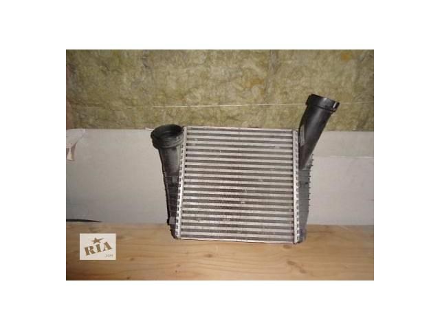 купить бу Б/у радиатор интеркуллера для кроссовера Volkswagen Touareg в Львове