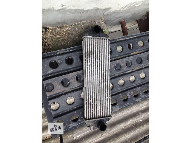 продам Б/у радиатор интеркуллера для легкового авто Renault Trafic бу в Дубно (Ровенской обл.)