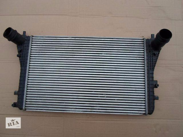 продам Б/у радиатор интеркуллера для легкового авто Volkswagen Passat B7  бу в Луцке
