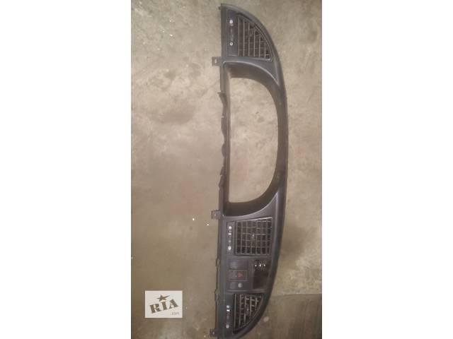 купить бу Б/у рамка панели приборов для легкового авто Daewoo Nubira в Ковеле