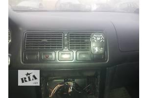 б/у Реле поворотов Volkswagen Golf IV