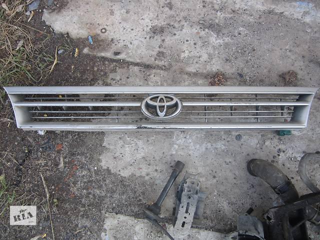 купить бу Б/у решётка бампера для хэтчбека Toyota Corolla в Ровно