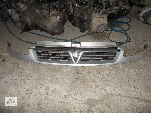 продам Б/у решётка бампера для легкового авто Opel Vivaro бу в Стрые