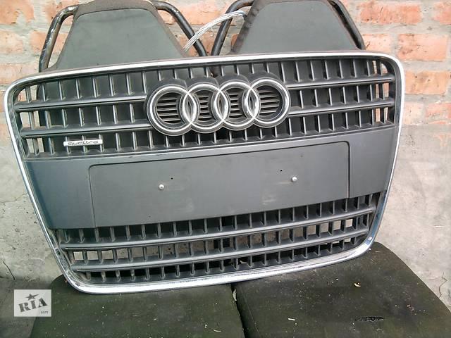 купить бу Б/у решётка радиатора для легкового авто Audi Q7 в Полтаве