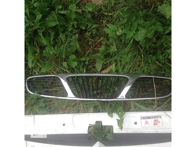 продам Б/у решётка радиатора для легкового авто Daewoo Nubira бу в Стрые