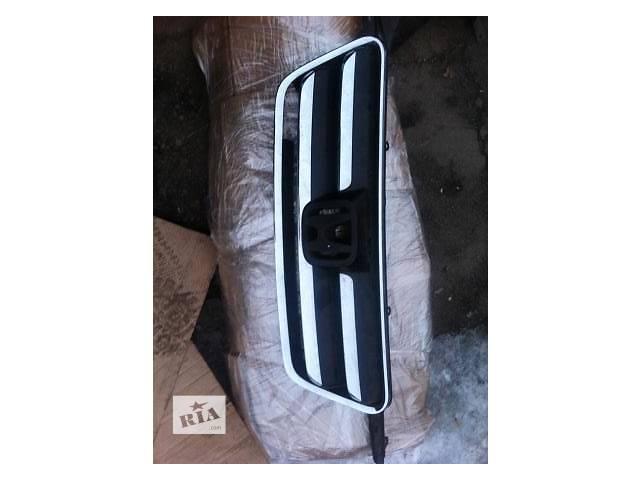продам Б/у решётка радиатора для легкового авто Honda CR-V бу в Ровно