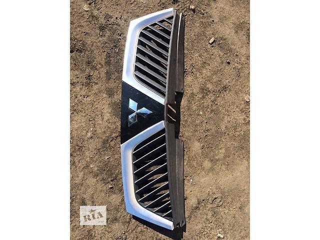 купить бу Б/у решётка радиатора для легкового авто Mitsubishi Outlander XL в Киеве