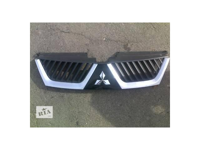продам Б/у решётка радиатора для легкового авто Mitsubishi Outlander XL бу в Ровно