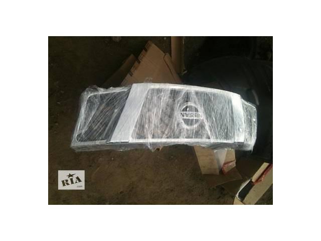 продам Б/у решётка радиатора для легкового авто Nissan Navara бу в Ровно