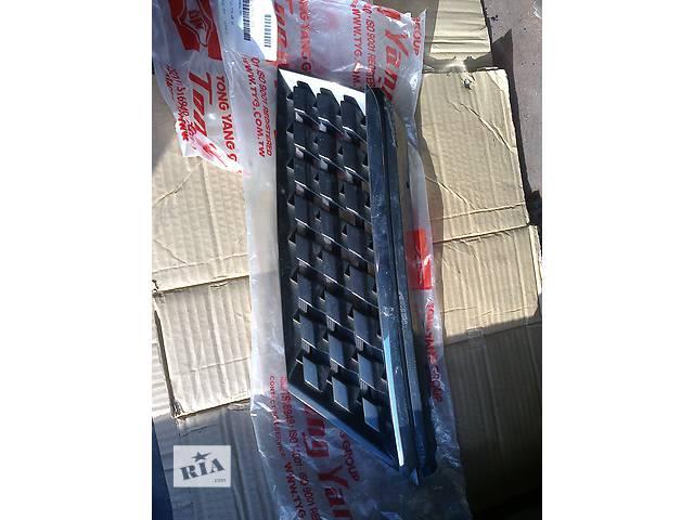 продам Б/у решётка радиатора для легкового авто Nissan TIIDA бу в Киеве