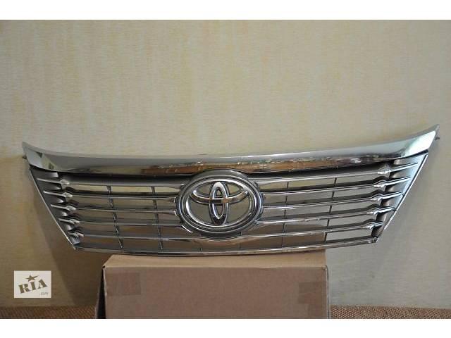 продам Б/у решётка радиатора для легкового авто Toyota Camry бу в Харькове