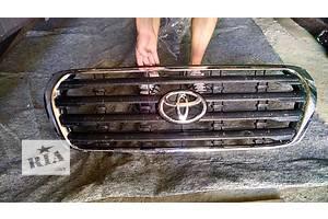 б/у Решётки радиатора Toyota Land Cruiser 200