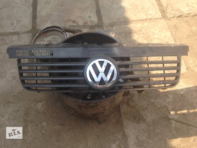 купить бу Б/у решётка радиатора для легкового авто Volkswagen T5 (Transporter) в Мукачево