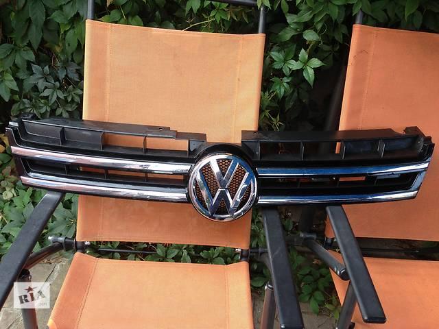 продам Б/у решетка радиатора для легкового авто Volkswagen Touareg бу в Харькове