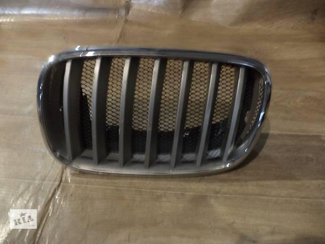 продам Б/у решётка радиатора левая (ноздря) для кроссовера BMW X5 E70 2008г бу в Киеве
