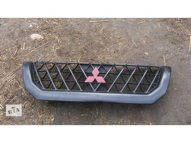 продам Б/у решётка радиатора Mitsubishi Pajero Sport бу в Киеве