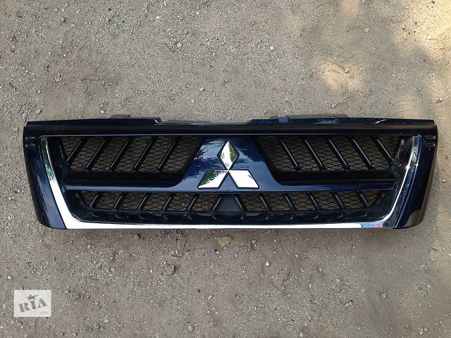 продам Б/у решётка радиатора  Mitsubishi Pajero Wagon ІІІ бу в Киеве