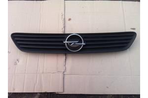 б/у Решітка радіатора Opel Astra G