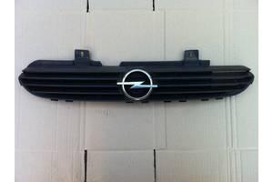б/у Решітка радіатора Opel Corsa