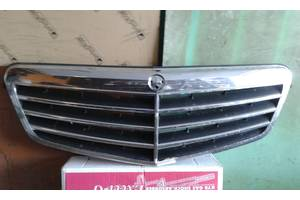 б/у Решітка радіатора Mercedes E-Class