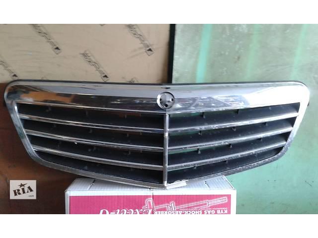 продам Б/у решітка радіатора для седана Mercedes E-Class бу в Киеве