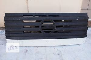 б/у Решётки радиатора Mercedes 676