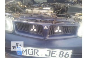 б/у Решітка радіатора Mitsubishi Carisma